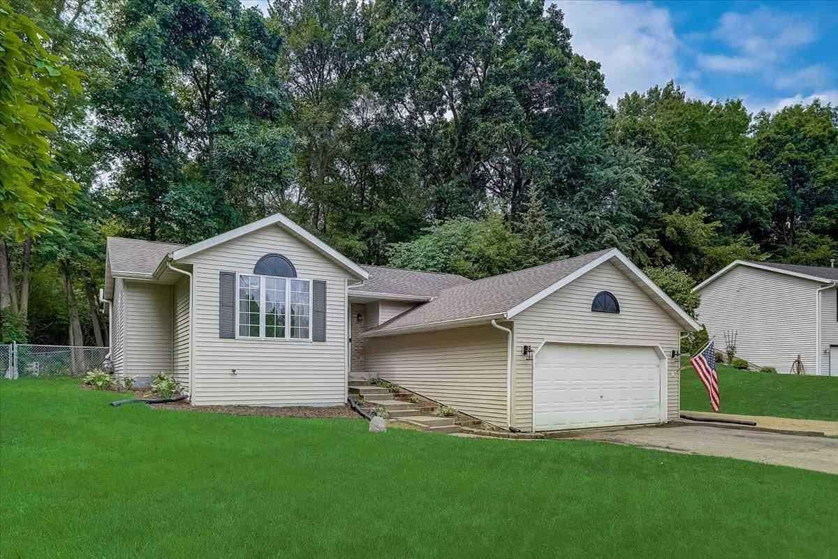 f_1915009_01 Real Estate in 53534 zip code