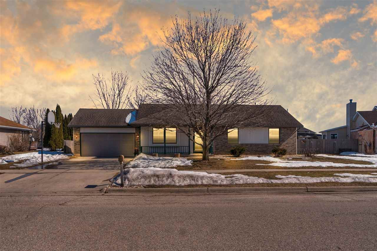 2502 N Wuthering Hills Dr, Janesville, WI 53546 - #: 1904034