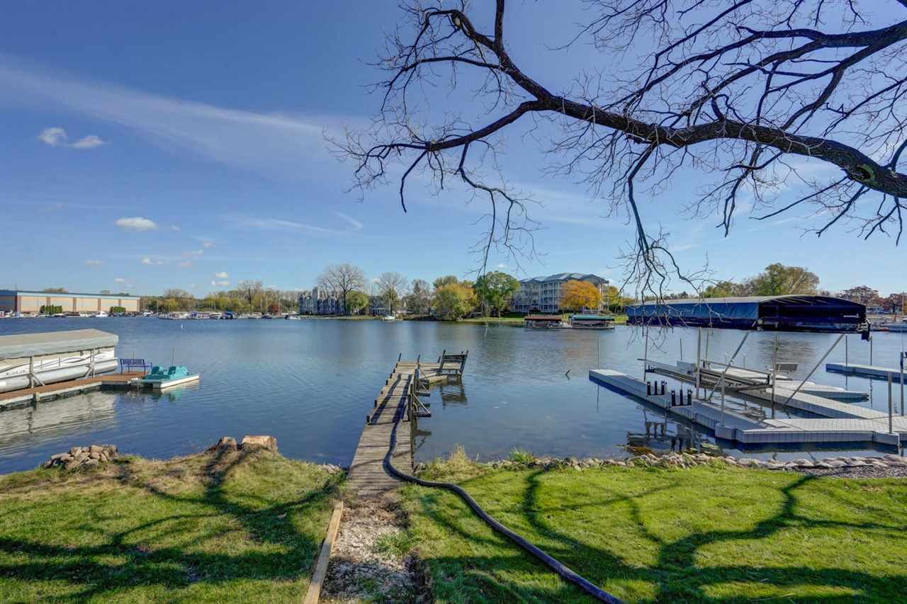 Photo for 5366 Blue Bill Park Dr, Madison, WI 53704 (MLS # 1896035)