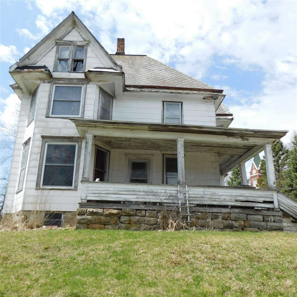 216 N Chestnut St, Mineral Point, WI 53565 - #: 1911038