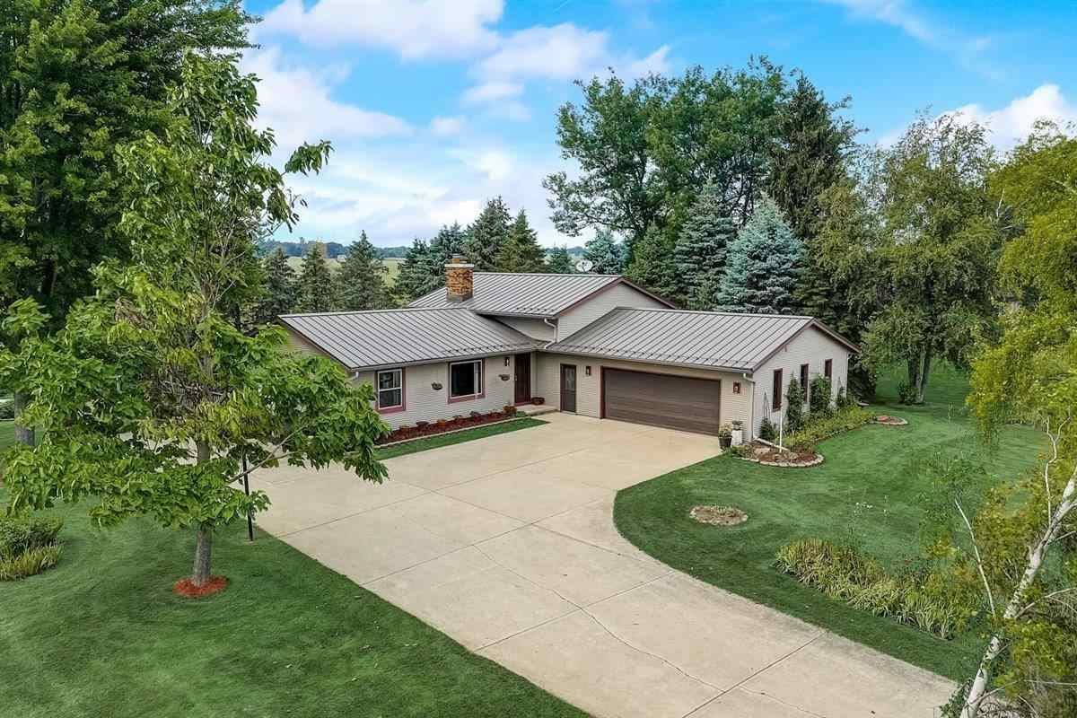 Photo for N3931 O'Connor Rd, Columbus, WI 53925 (MLS # 1916048)