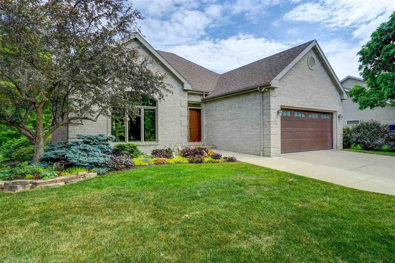 Photo for 508 Weald Bridge Rd, Cottage Grove, WI 53527 (MLS # 1911051)