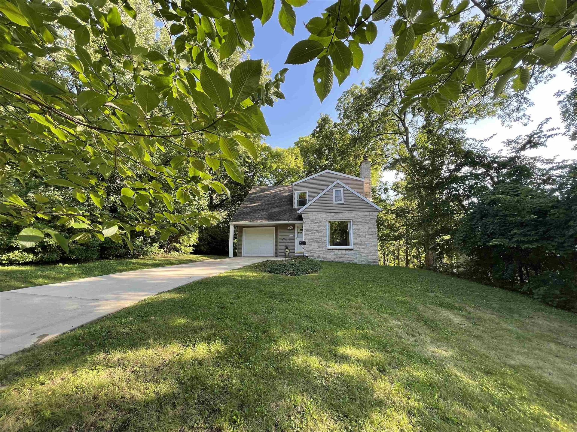 Photo for 4341 Hillcrest Dr, Madison, WI 53705-5018 (MLS # 1918052)
