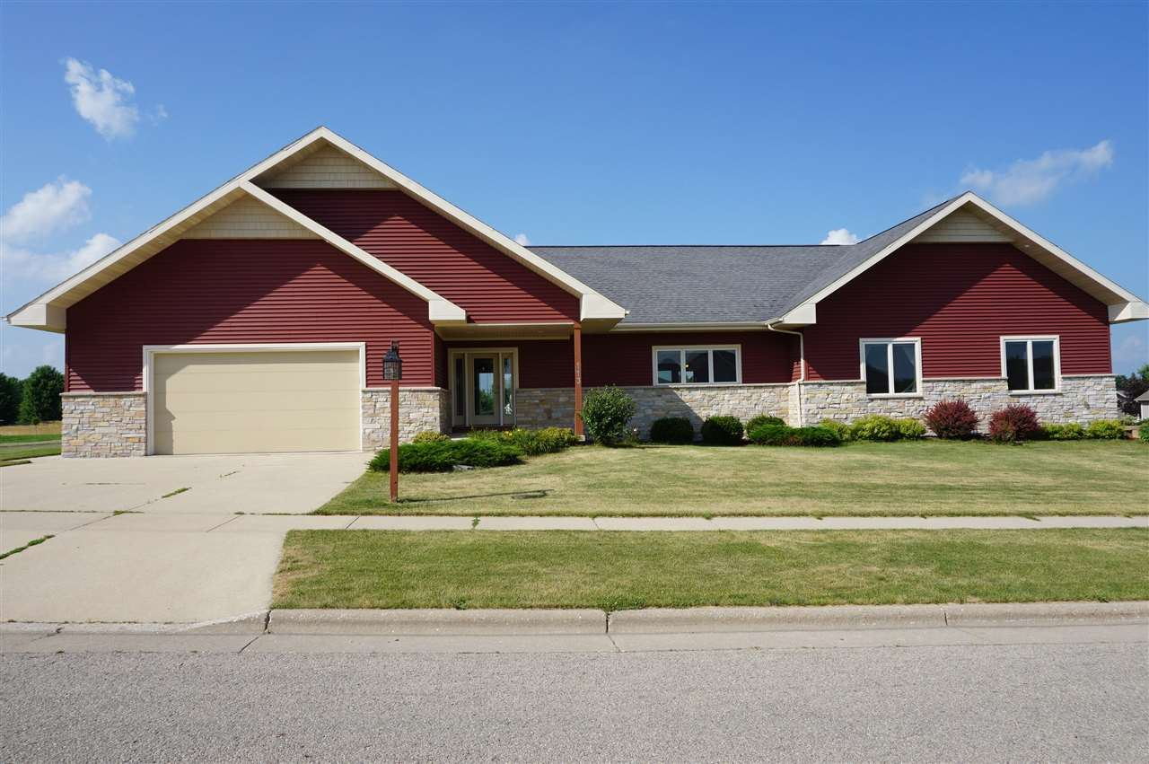 113 Vista Cir, Columbus, WI 53925 - #: 1888061