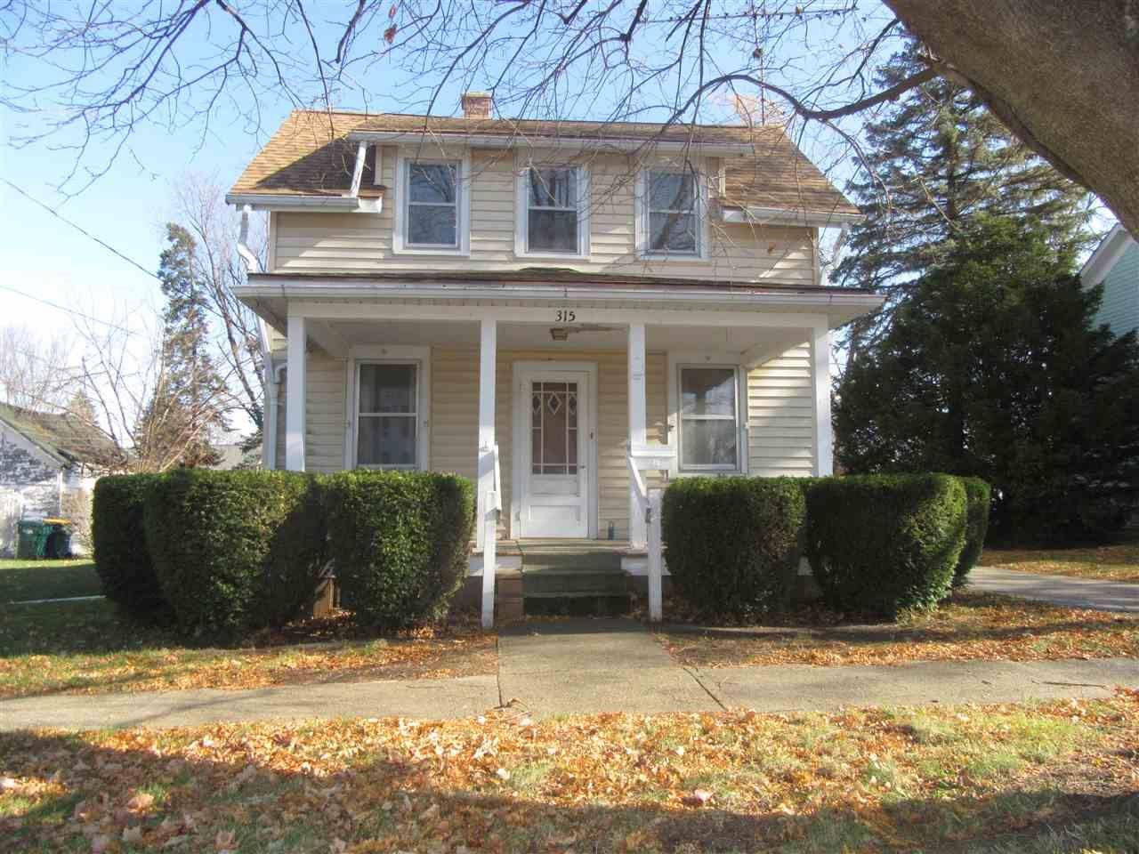 315 Durand St, Clinton, WI 53525 - #: 1898061
