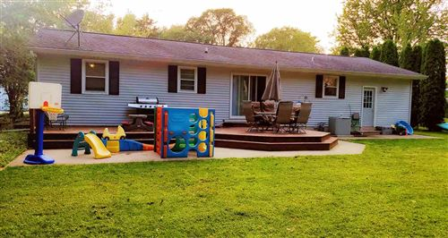 Photo of 504 Breezy Point Dr, Pardeeville, WI 53954 (MLS # 1894065)