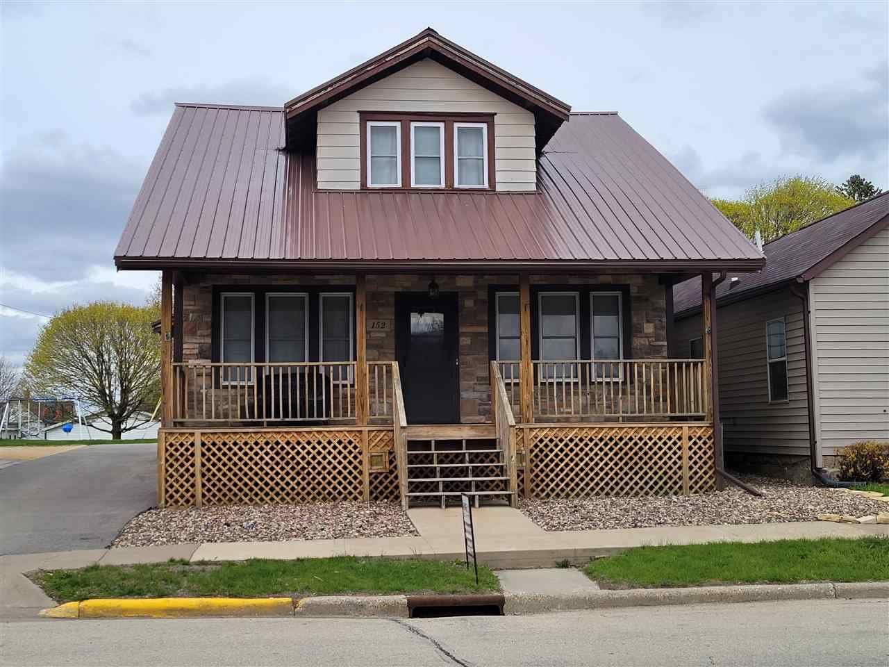 152 E Main St, Benton, WI 53803 - #: 1907070