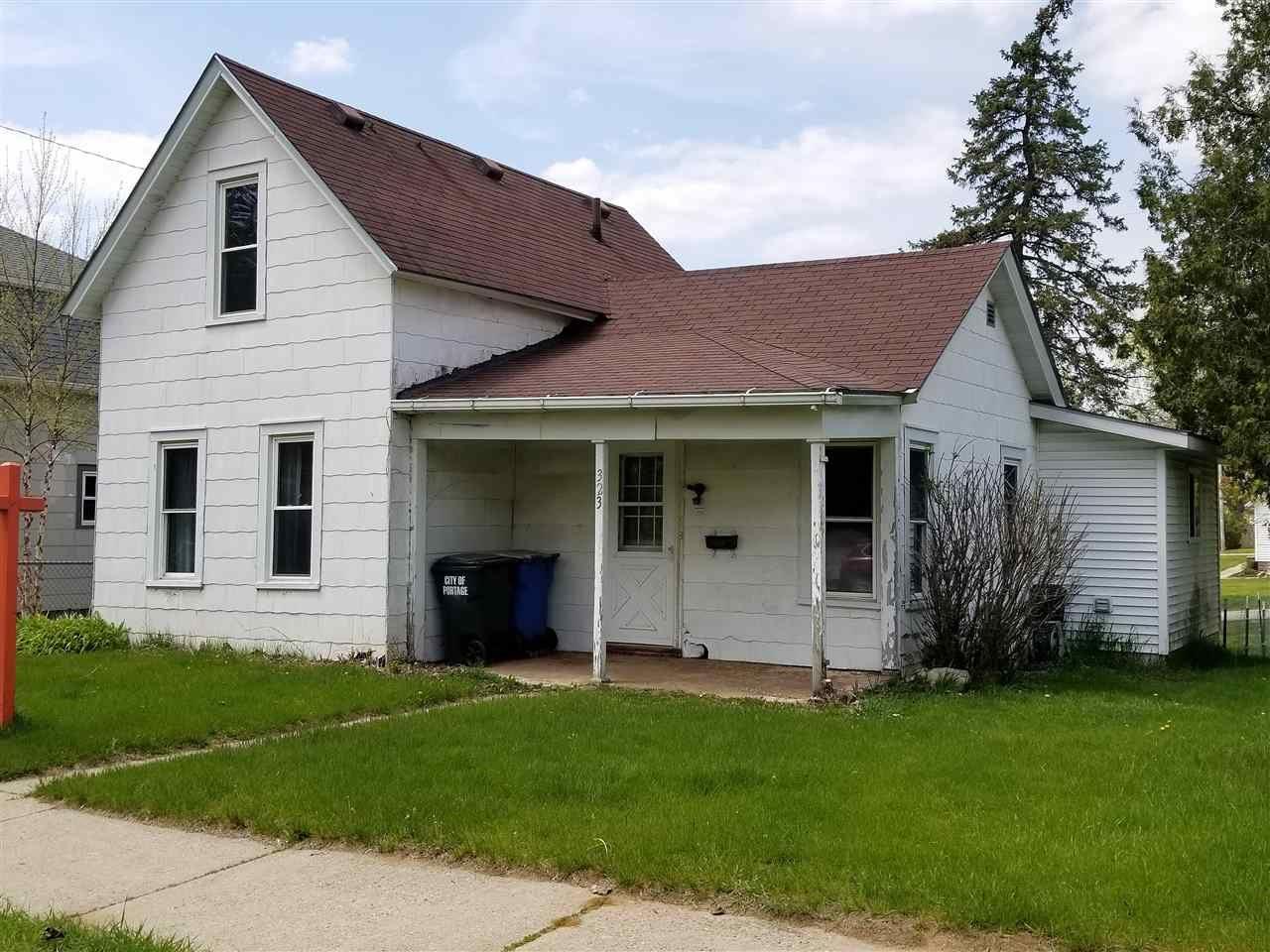 323 E Howard St, Portage, WI 53901 - #: 1878072