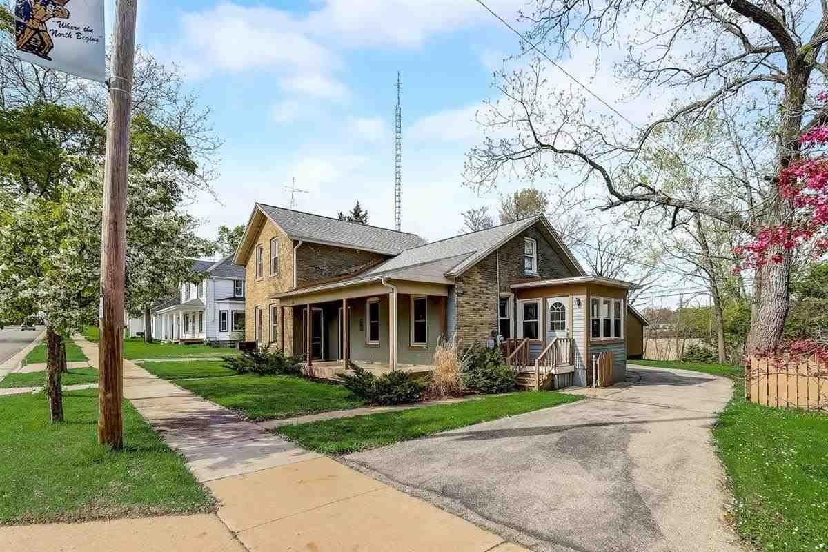 947 W Wisconsin St, Portage, WI 53901 - #: 1908076