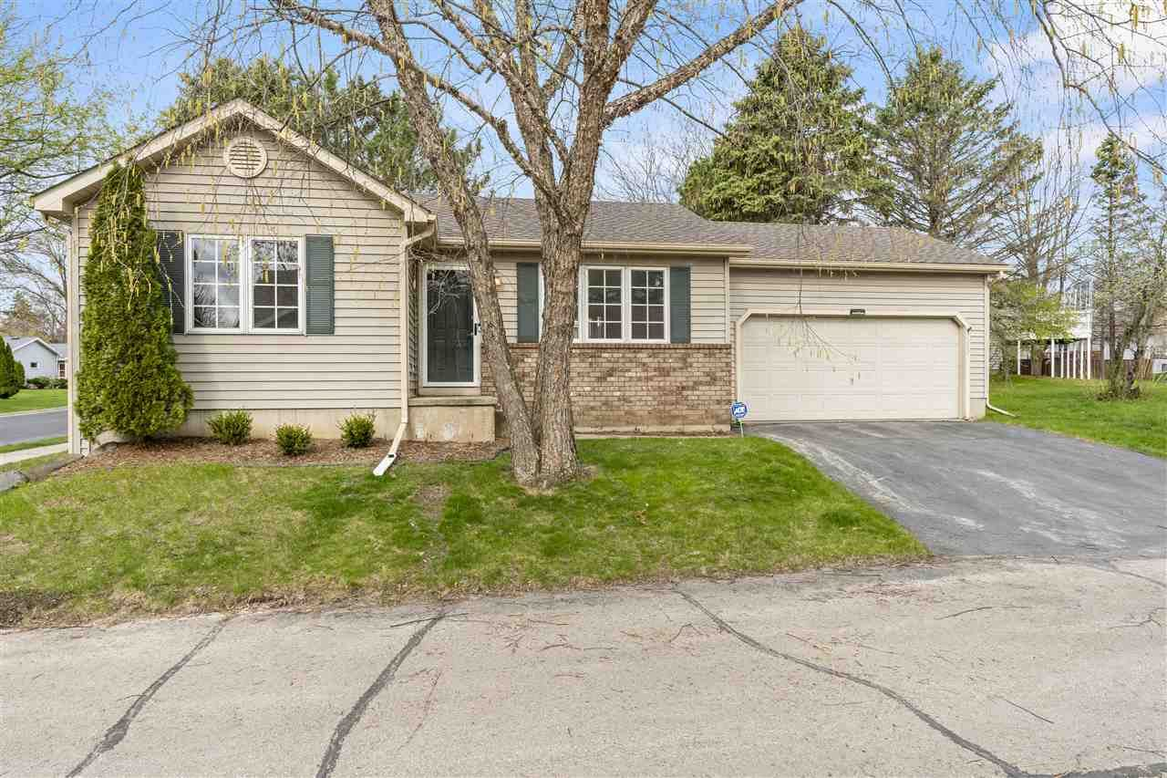 Photo for 7252 E Valley Ridge Dr, Madison, WI 53719 (MLS # 1907081)