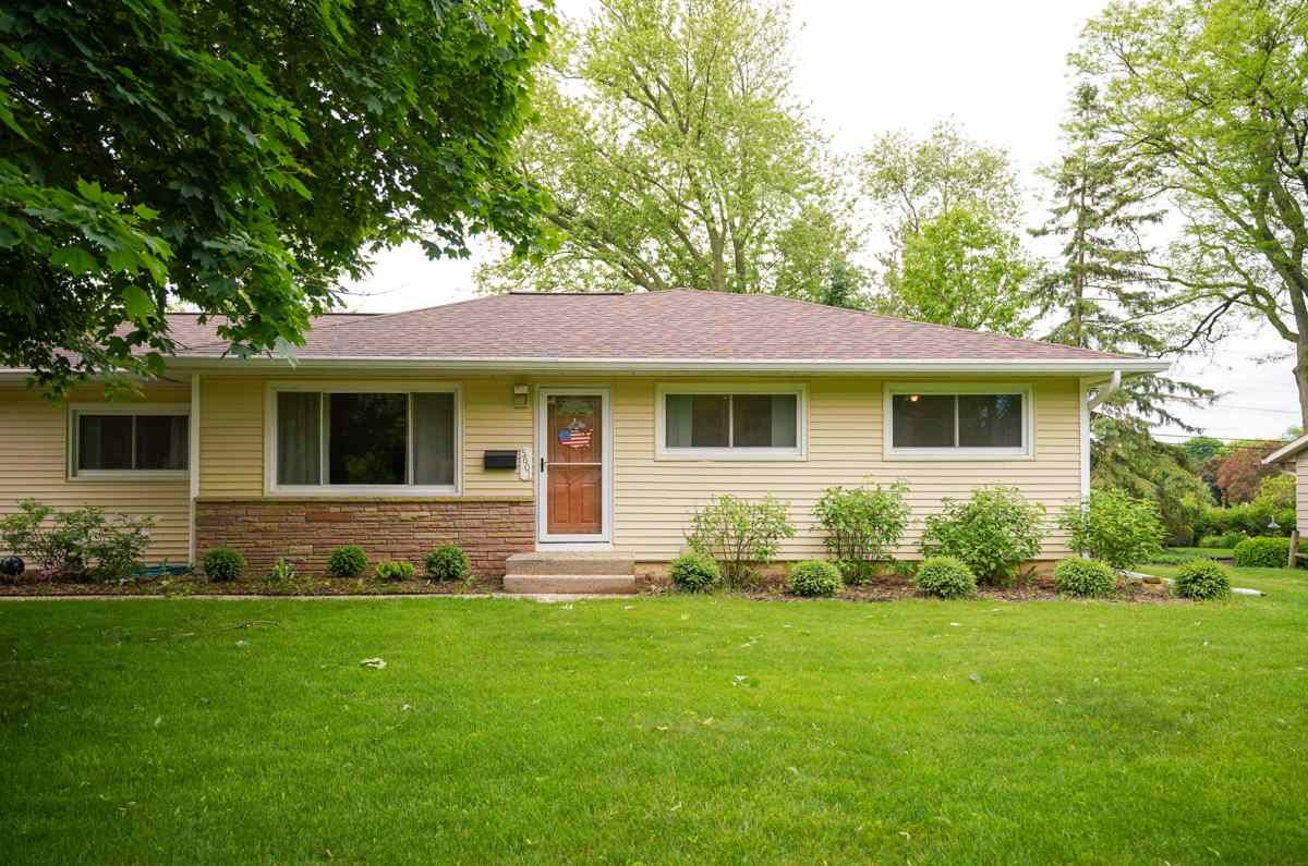 5601 Barton Rd, Madison, WI 53711 - #: 1885082