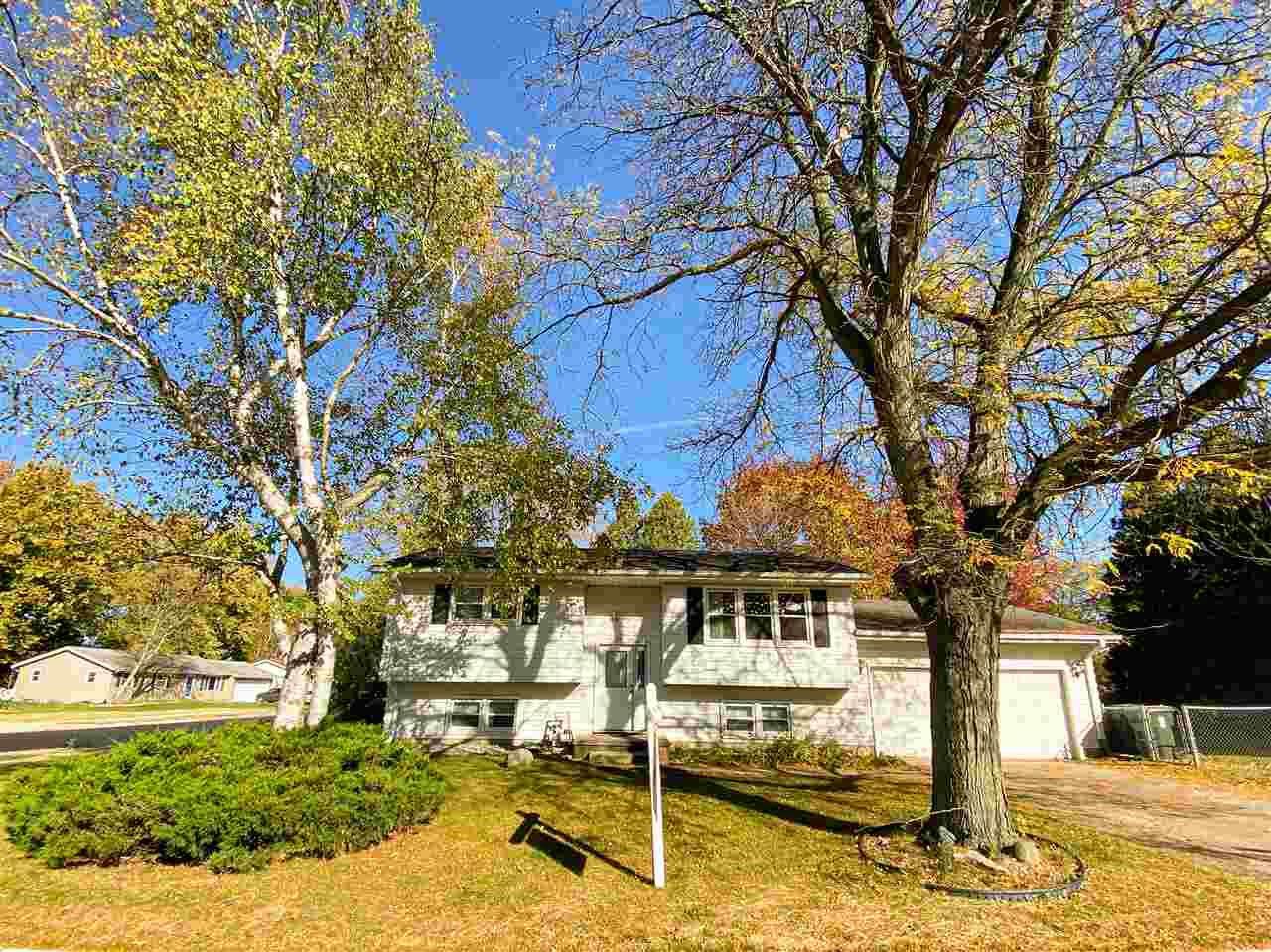 1290 Vandenburg St, Sun Prairie, WI 53590 - #: 1896084