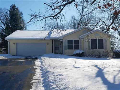 Photo of 401 Lake Shore Dr, Pardeeville, WI 53594 (MLS # 1877085)