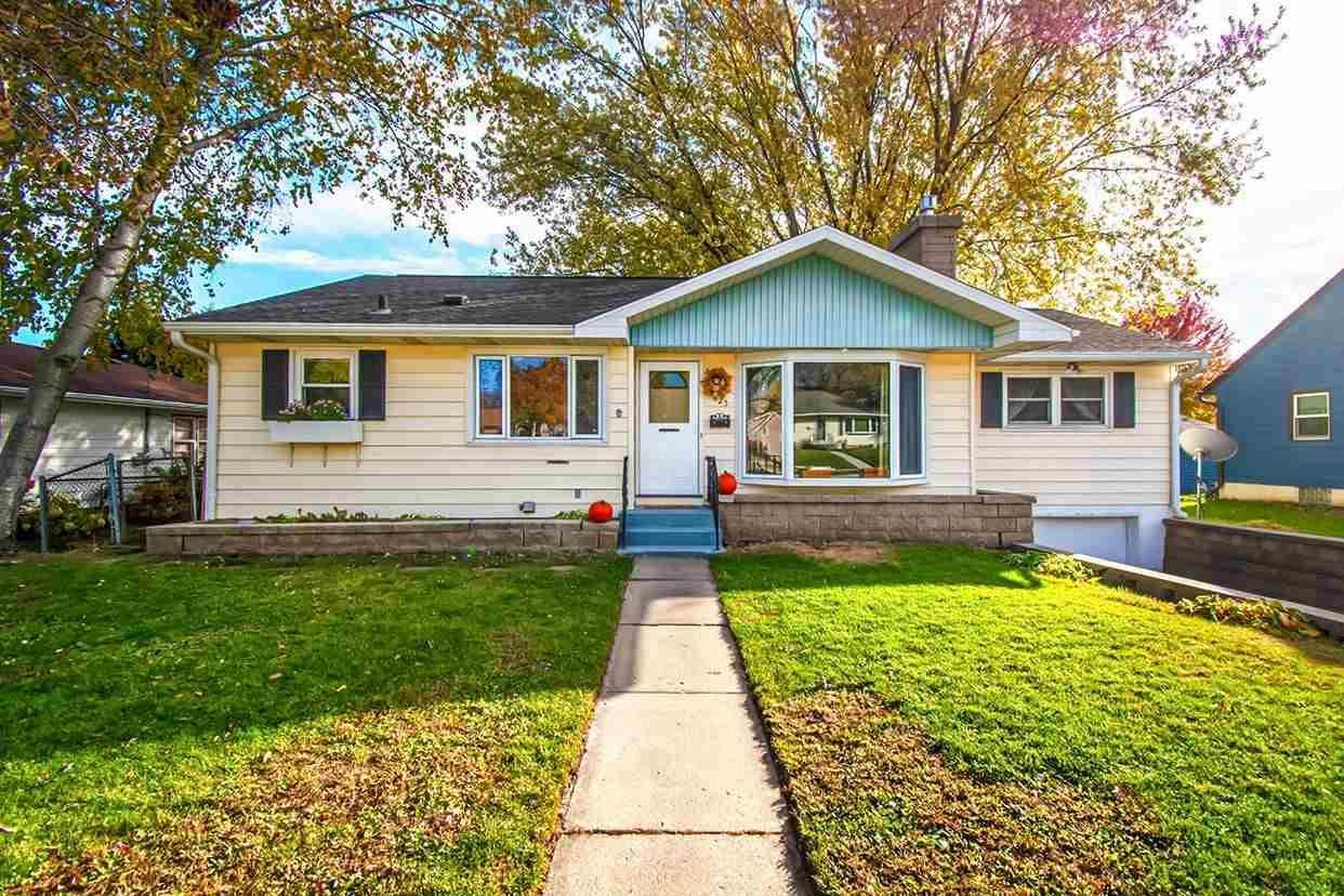 625 Kelly St, Sun Prairie, WI 53590 - #: 1896089