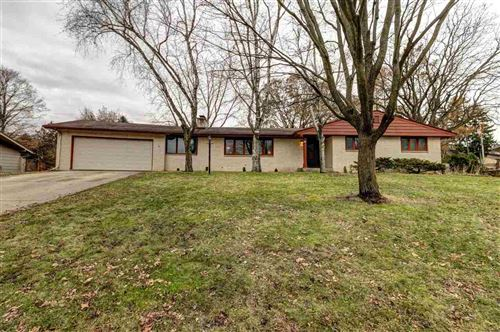 Photo of 327 S Woodland Dr, Whitewater, WI 53190-1527 (MLS # 1873092)