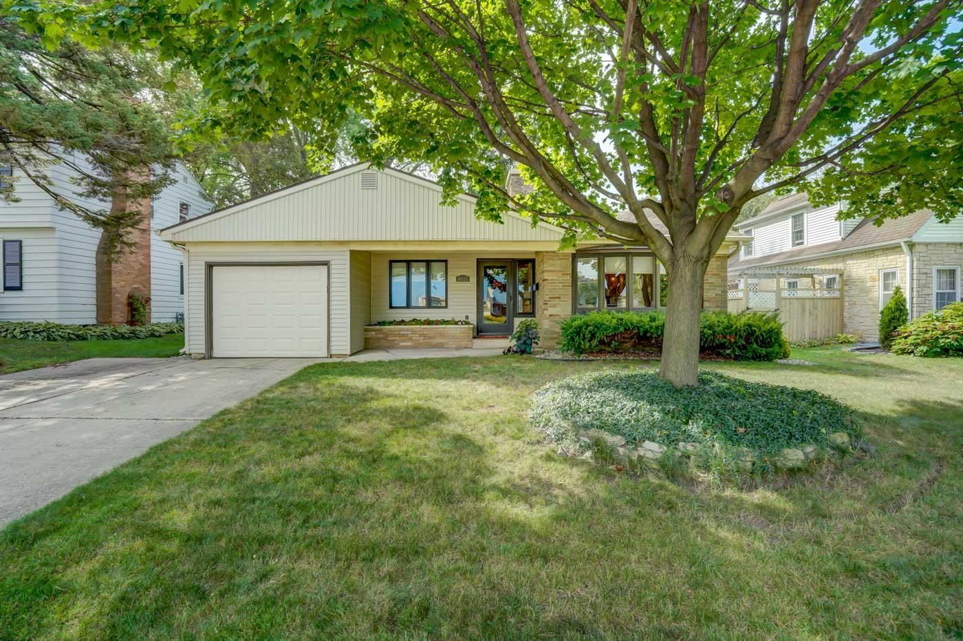 4021 Mineral Point Rd, Madison, WI 53705 - #: 1919093