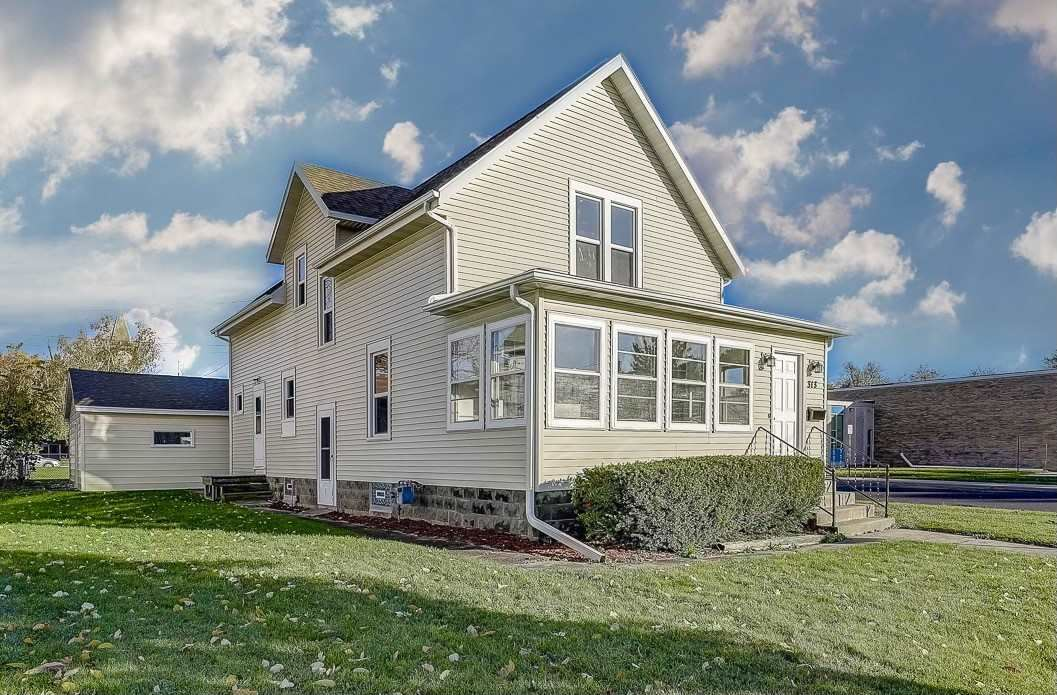 313 S 4th St, Watertown, WI 53094-4524 - #: 1896094