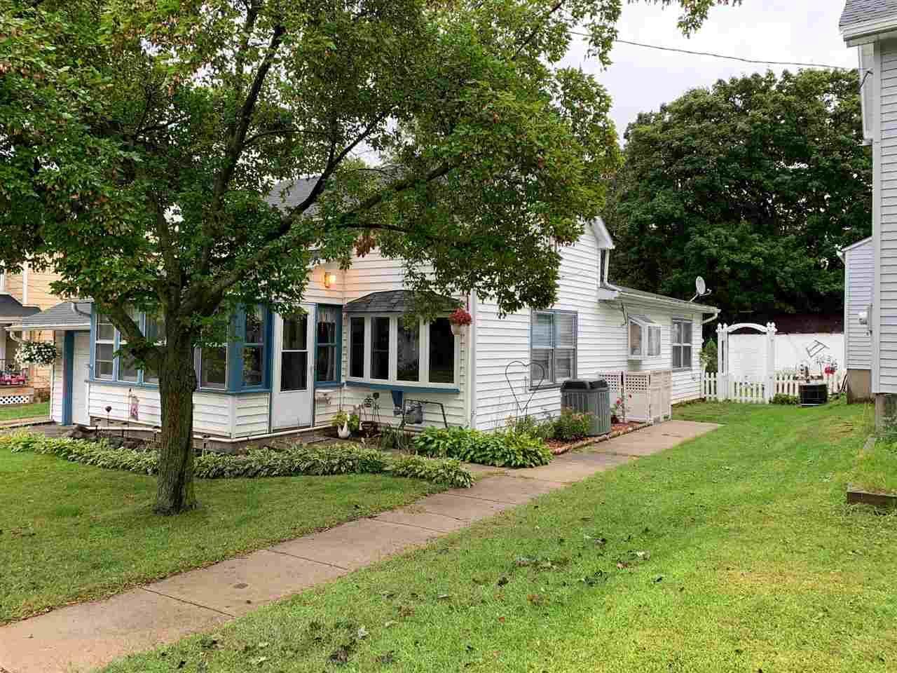 141 N George St, Whitewater, WI 53190-1324 - #: 1893095