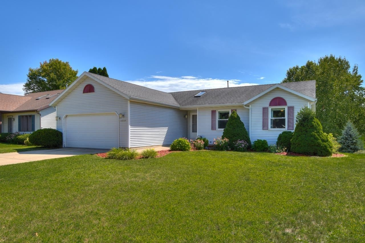 Photo for 3357 Clove Dr, Madison, WI 53704 (MLS # 1918116)