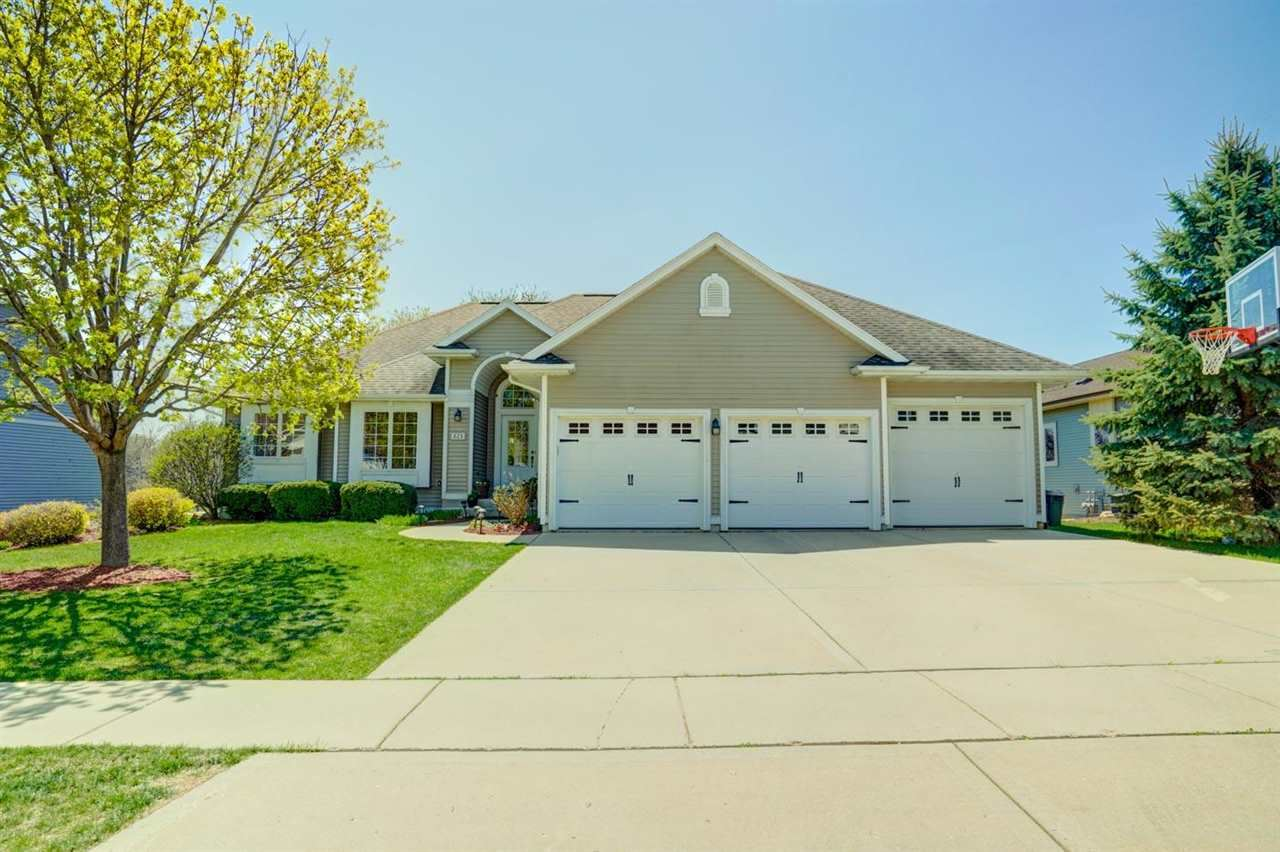825 Maple Dr, Mount Horeb, WI 53572 - #: 1908120