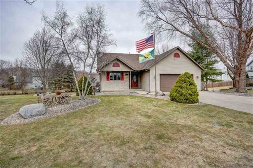 Photo of 301 Heather Ct, Cottage Grove, WI 53527 (MLS # 1904124)