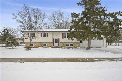 Photo of 402 Woodview Dr, Sun Prairie, WI 53590 (MLS # 1875140)