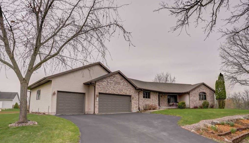 109 Oak Springs Cir, Windsor, WI 53532 - #: 1882140