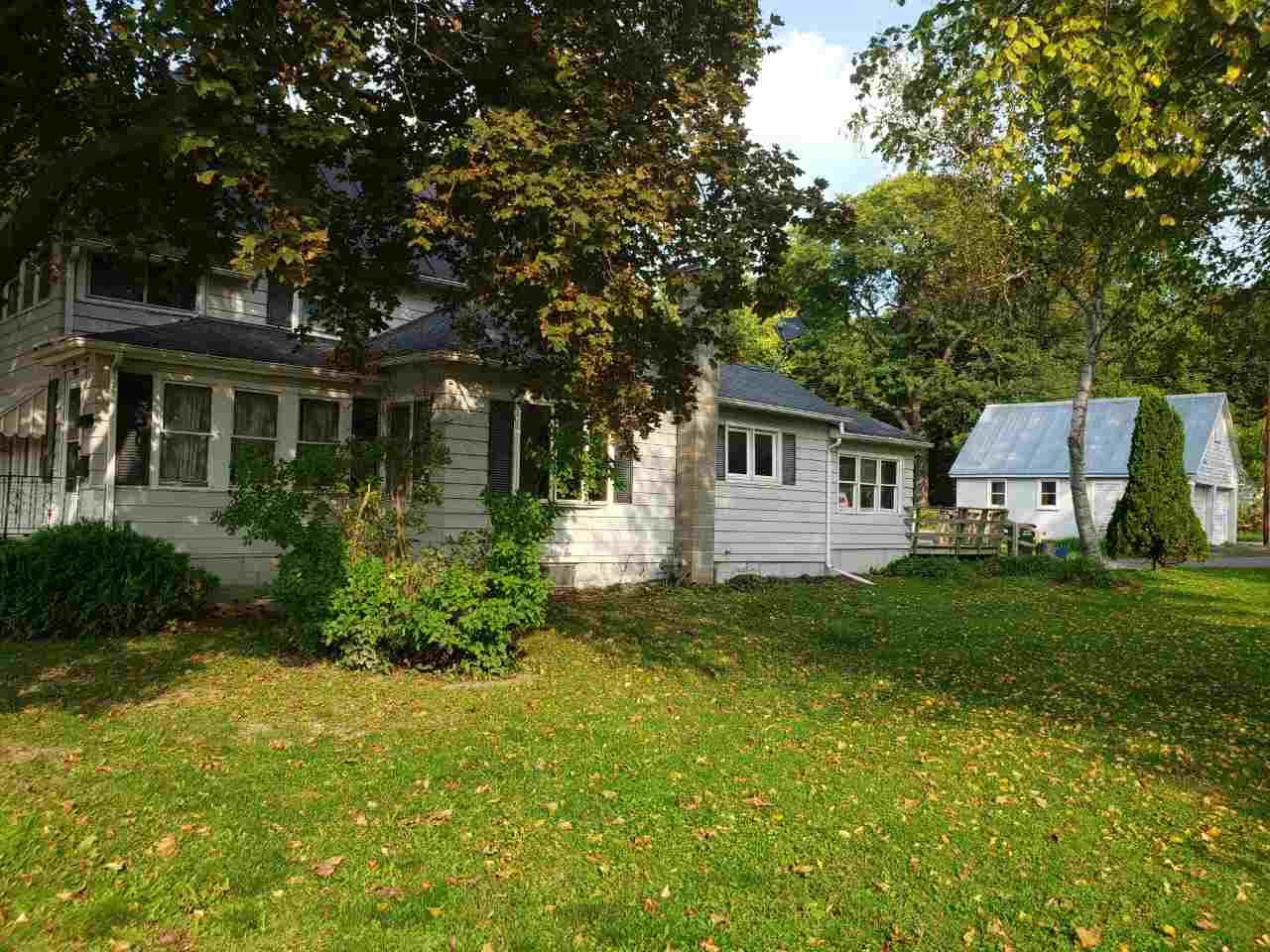 329 8th St, Baraboo, WI 53913 - #: 1894146