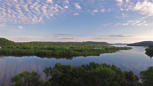 Photo of L7 Gold Bluff Ct, Portage, WI 53901 (MLS # 1884163)