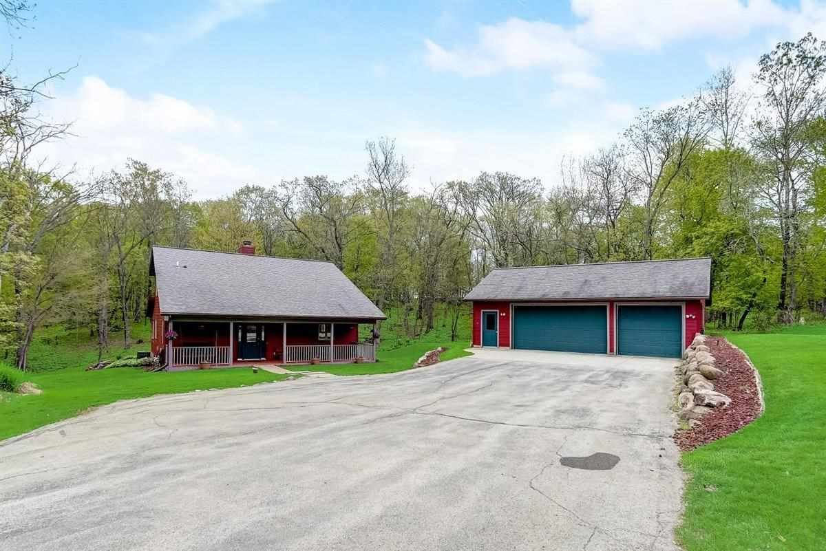 10559 Lee Valley Rd, Mount Horeb, WI 53572 - #: 1909174