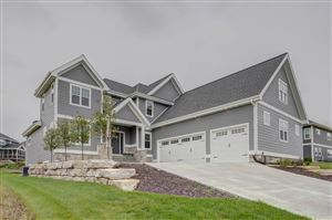Photo of 329 Oakwood Dr, Oregon, WI 53575 (MLS # 1860180)