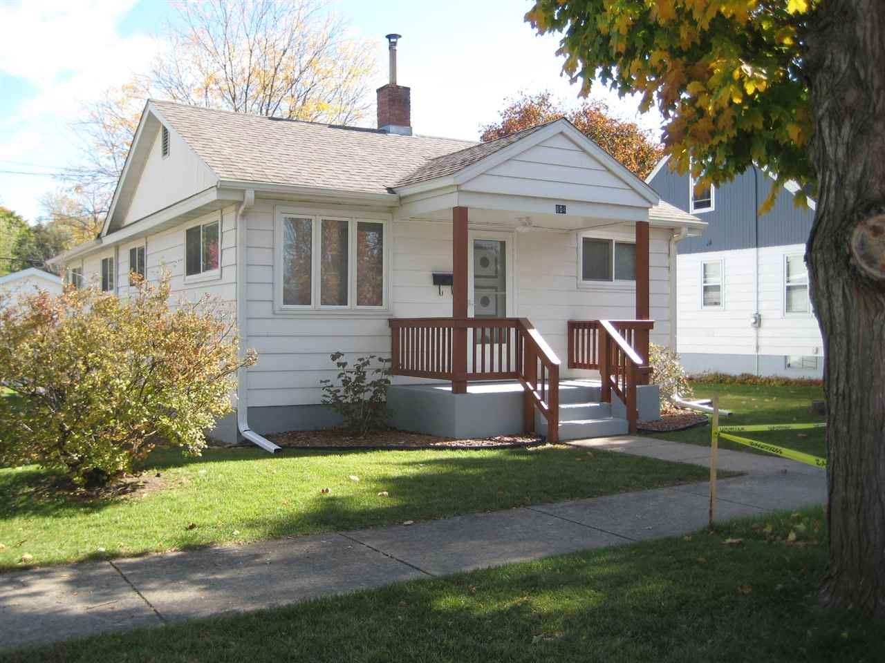 804 N Wacouta Ave, Prairie du Chien, WI 53821 - #: 1896182
