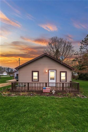 Photo of 2118 Rockport Rd, Janesville, WI 53545 (MLS # 1906183)