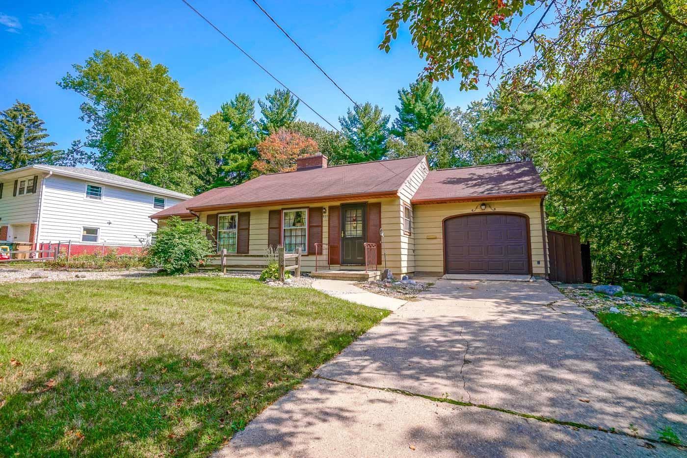 Photo for 605 Orchard Dr, Madison, WI 53711-1322 (MLS # 1920196)