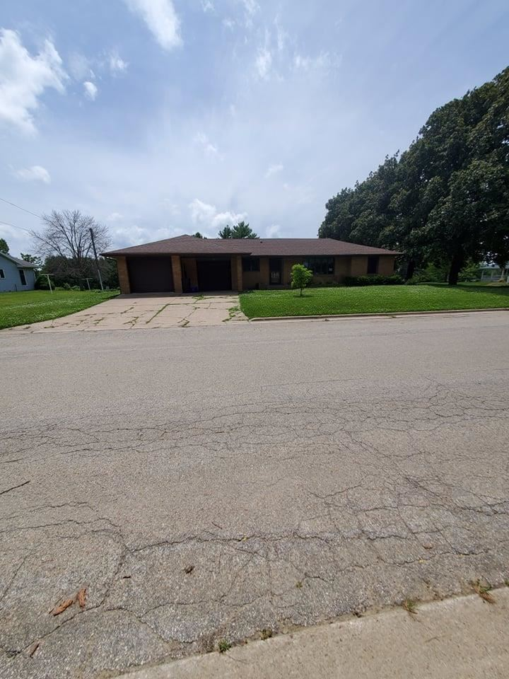 104 E Skelly St, Cuba City, WI 53807 - #: 1887201