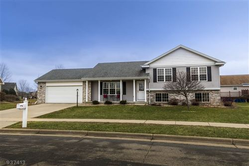 Photo of 306 Dublin Cir, Cottage Grove, WI 53527 (MLS # 1880208)
