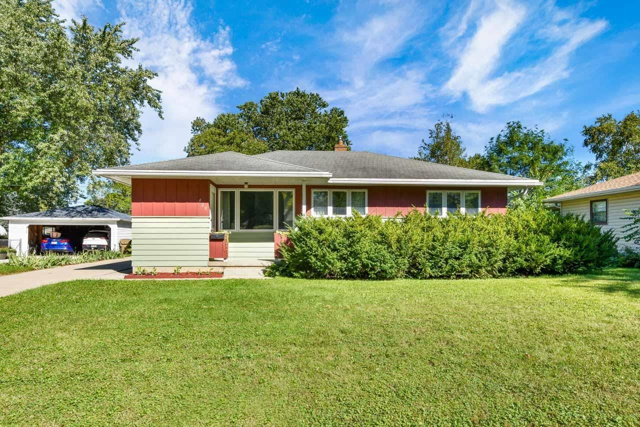 Photo for 429 Presidential Ln, Madison, WI 53711 (MLS # 1919209)