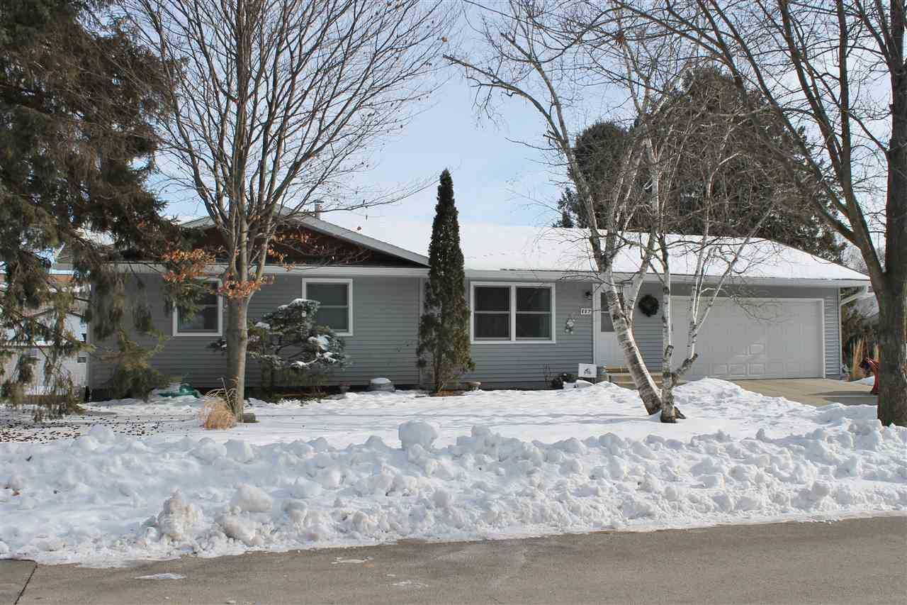 407 S 5th St, Mount Horeb, WI 53572 - #: 1901216