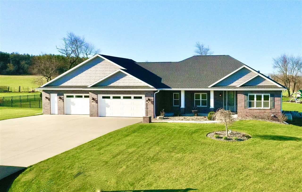 614 E Swiss Valley Dr, Janesville, WI 53545 - #: 1874235