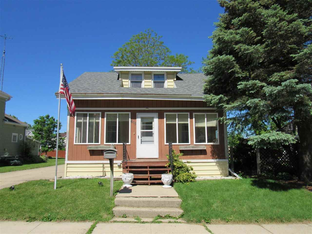 615 20th Ave, Monroe, WI 53566 - #: 1910236
