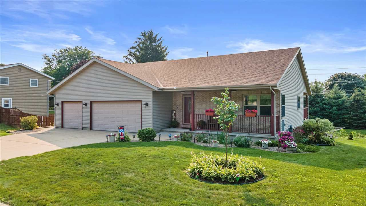 2306 Valley St, Cross Plains, WI 53528 - #: 1913236