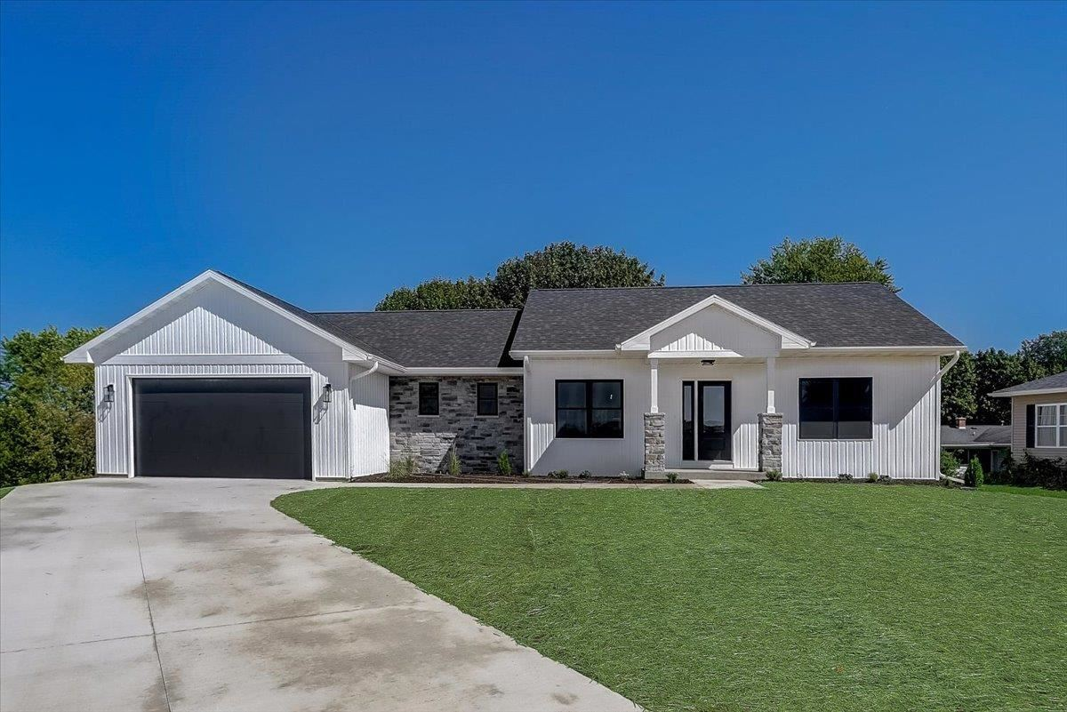 105 Brentwood Ct, Mount Horeb, WI 53572 - #: 1916243