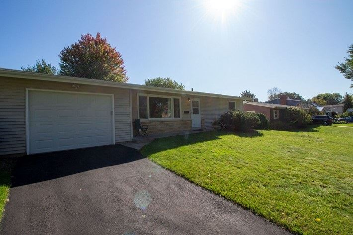 Photo for 463 Presidential Ln, Madison, WI 53711 (MLS # 1870258)