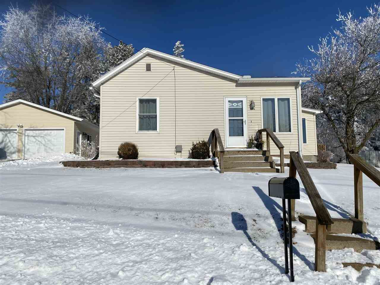 335 7th St, Mineral Point, WI 53565 - #: 1900265