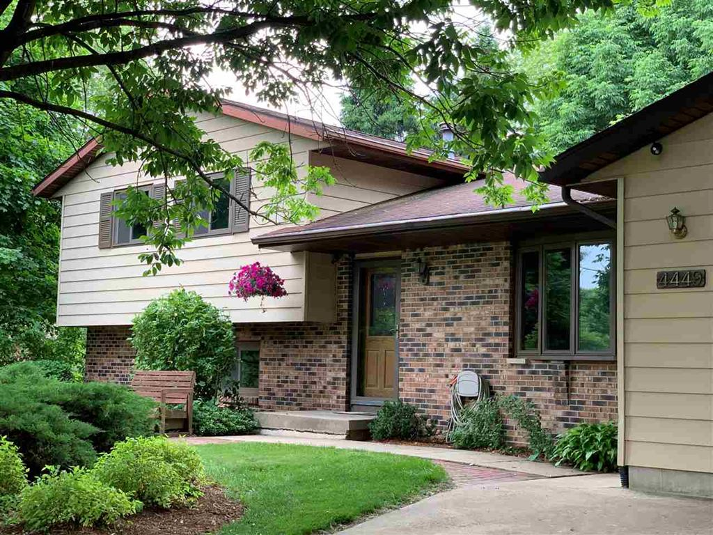 Photo for 4449 Wind Chime Way, Cottage Grove, WI 53527 (MLS # 1861267)