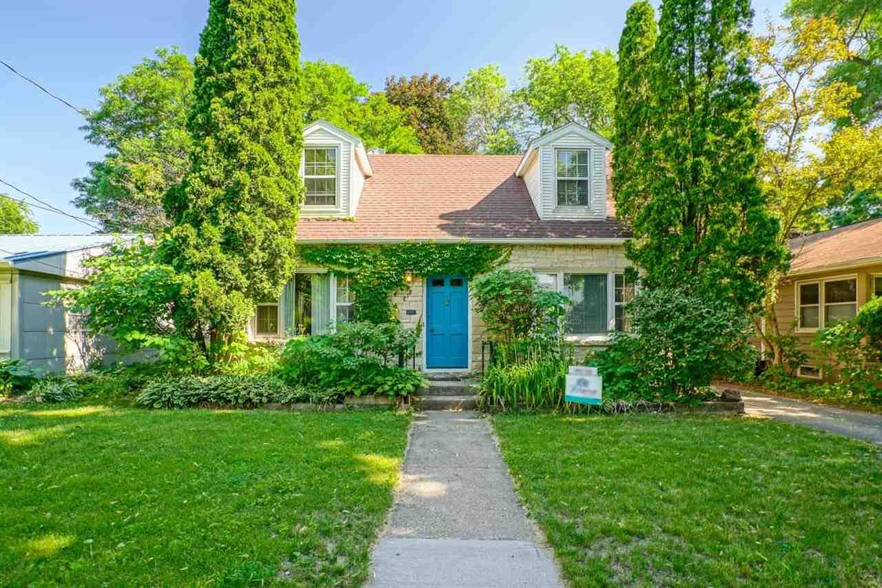 Photo for 818 Emerson St, Madison, WI 53715 (MLS # 1911267)