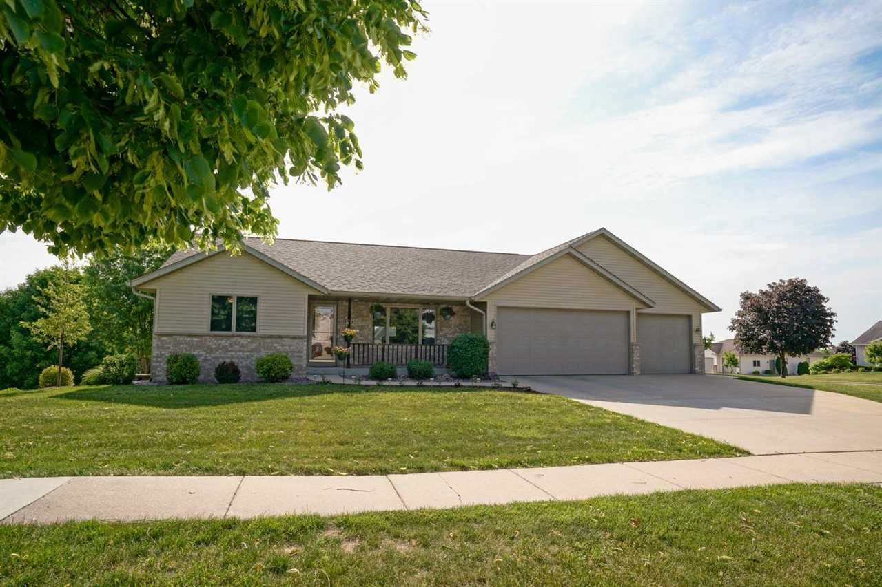 825 S 2nd St, Mount Horeb, WI 53572 - #: 1911270