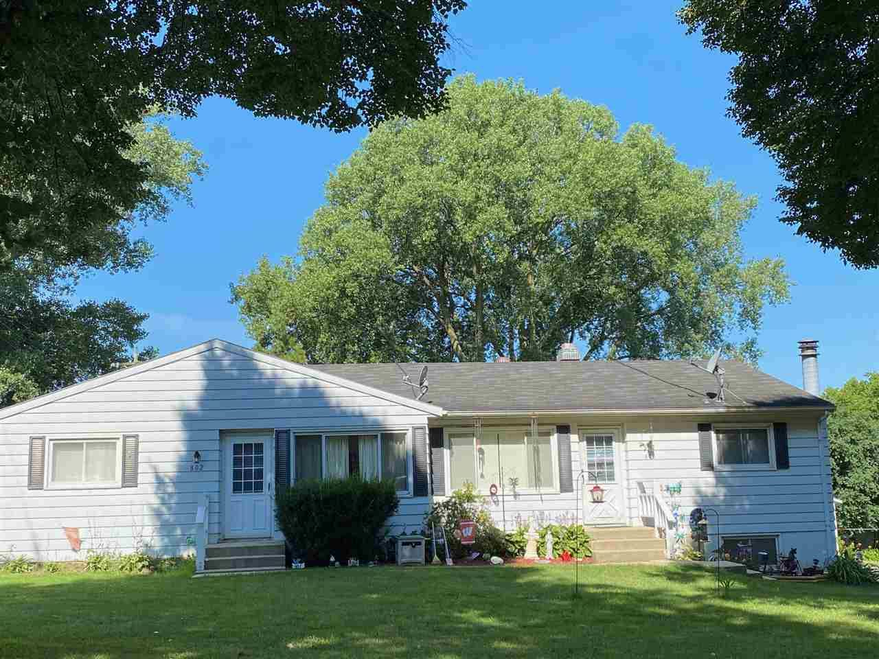 802 Ziegler Rd, Madison, WI 53714 - #: 1889275