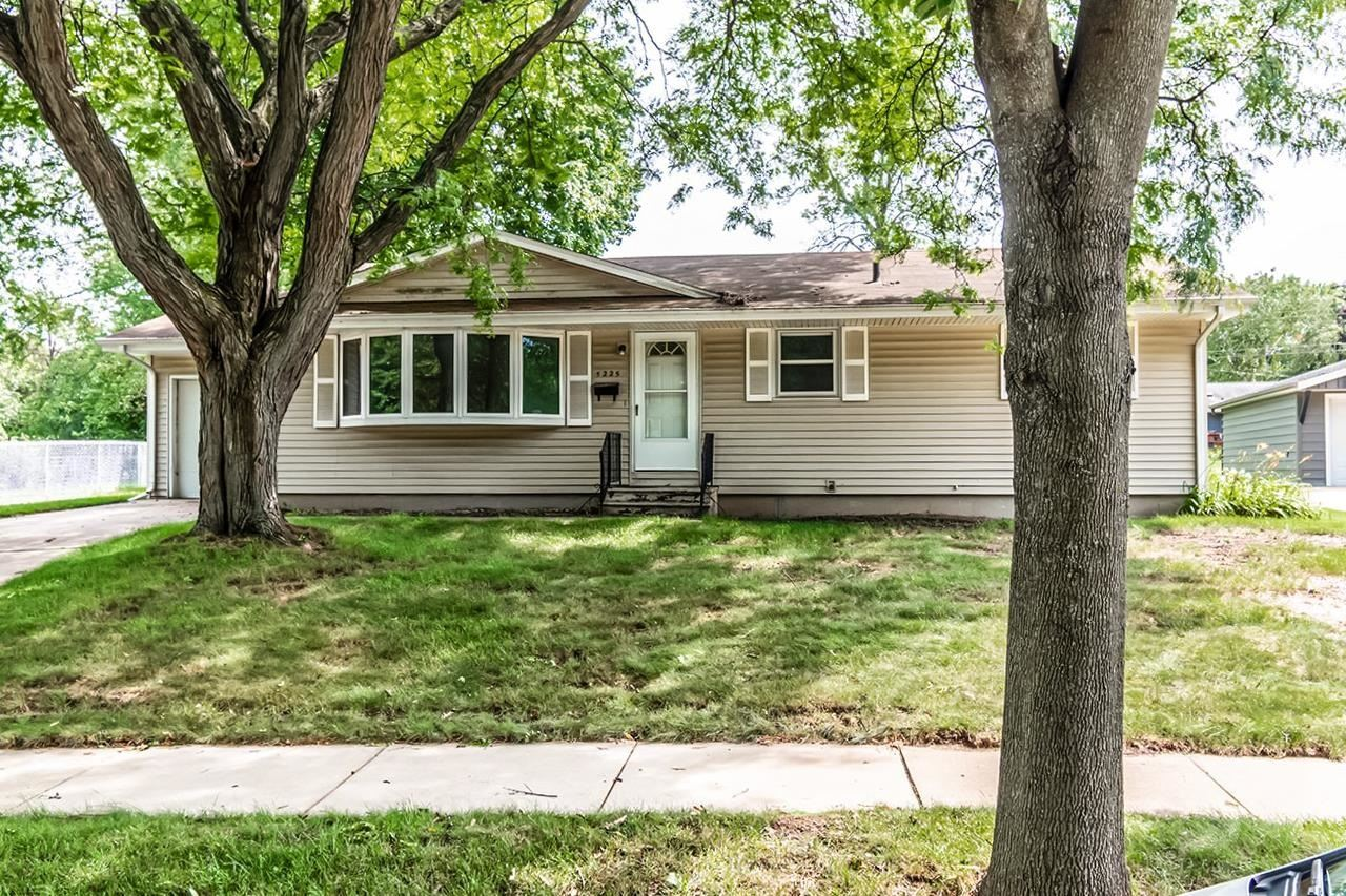 5225 Academy Dr, Madison, WI 53716 - #: 1918275