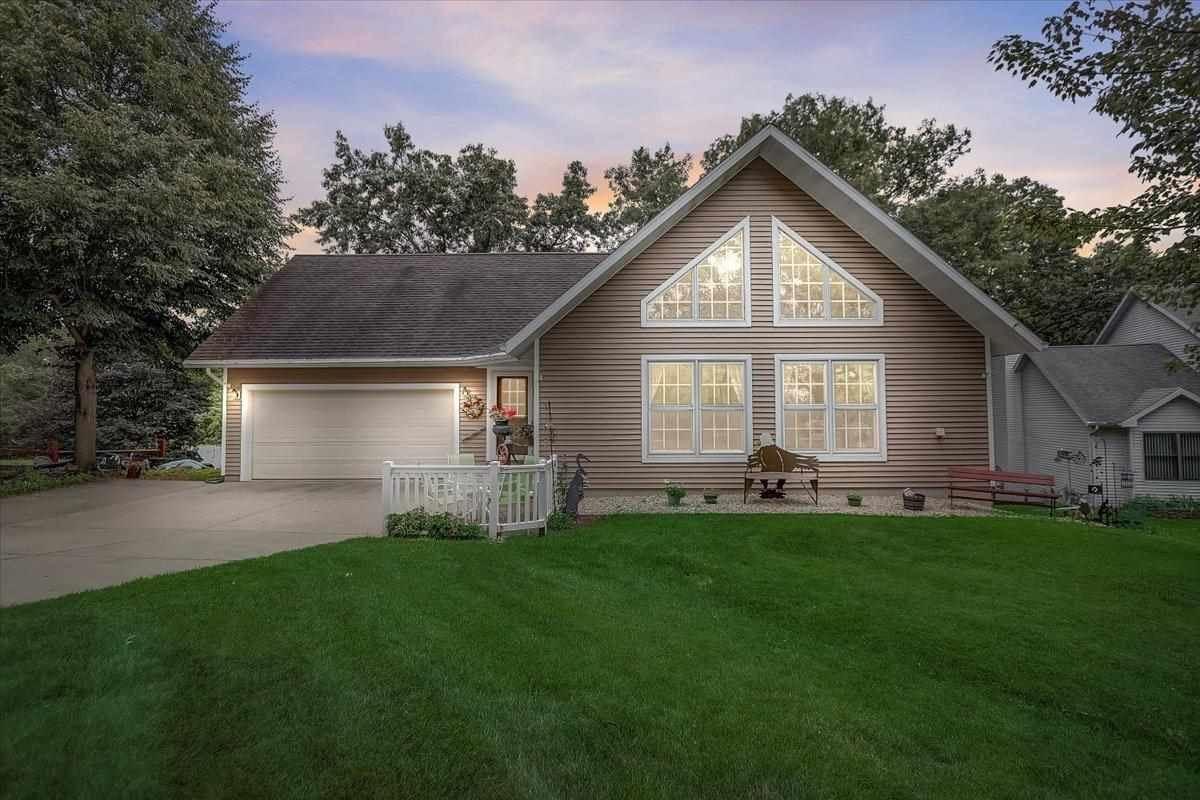 W11095 Lake View Dr, Lodi, WI 53555 - #: 1915276